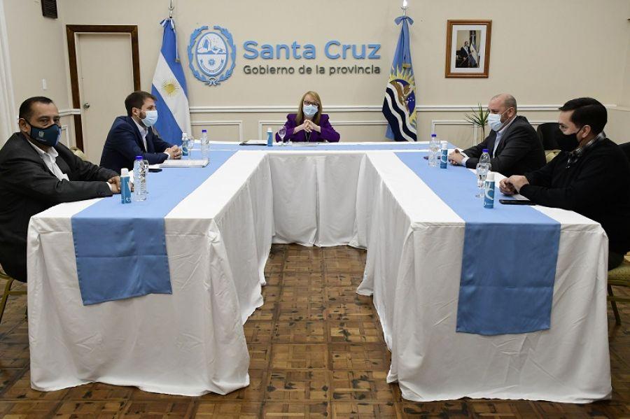 Alicia encabezó una mesa de diálogo con intendentes de localidades de Santa Cruz