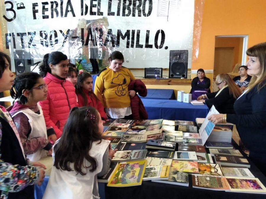 Cultura dijo presente en la Tercera Feria del Libro de Jaramillo y Fitz Roy