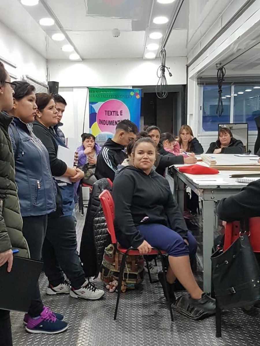 "Estudiantes de la Escuela Especial 14 se capacitan en ""Textil e Indumentaria"""
