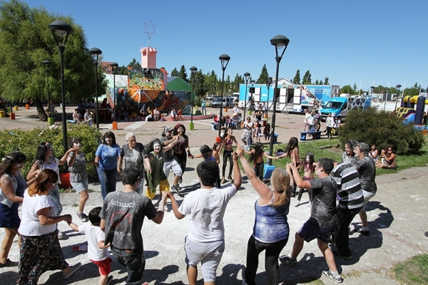 Tarde de topamiento y desentierro del Carnaval en el Complejo Cultural Santa Cruz