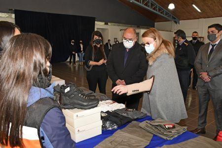 El Gobierno de Santa Cruz entregó equipamiento a la Policía y Protección Civil
