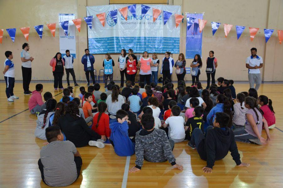 80 chicos y chicas iniciaron las Colonias de Verano