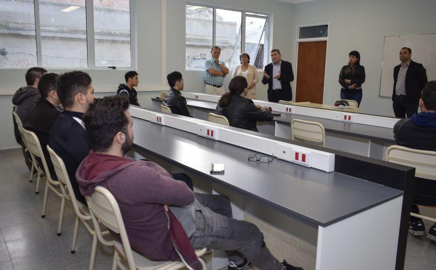 Abren Centro FinesTEC para culminar estudios secundarios de Educación Técnica