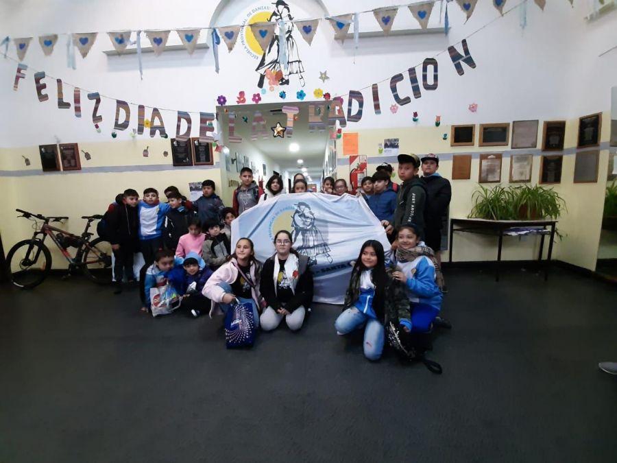 """La Escuela Provincial de Danzas participa del Festival Infantil Folclórico Patagónico """"Cañadón León"""""""