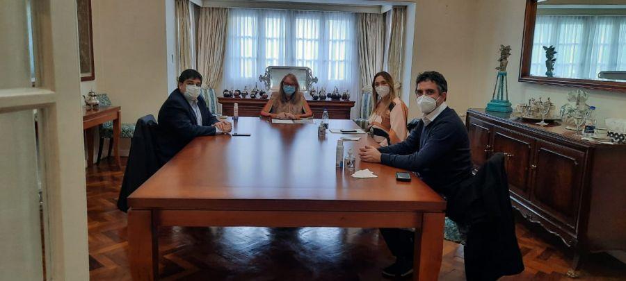 Alicia recibió en Casa de Gobierno a autoridades de Salud de la Nación